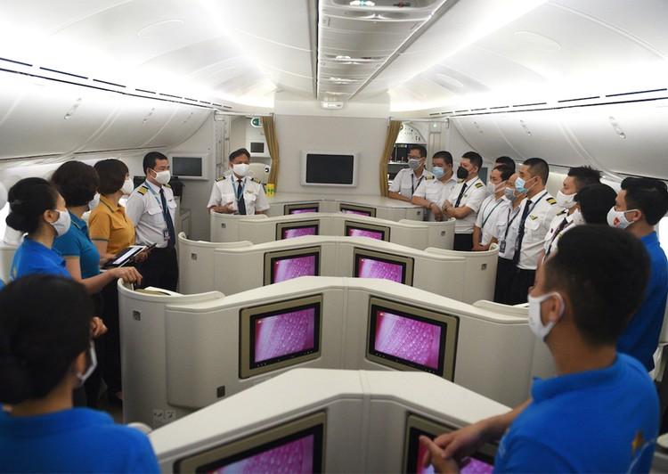 Chuyến bay 33 giờ đón người Việt ở Mỹ hồi hương ảnh 1