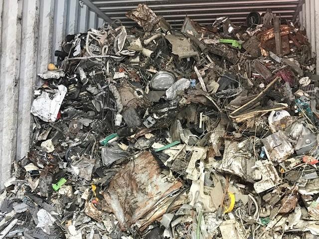 """Yêu cầu """"trục xuất"""" 1.100 container phế liệu ra khỏi lãnh thổ Việt Nam ảnh 1"""