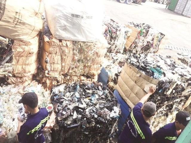 """Yêu cầu """"trục xuất"""" 1.100 container phế liệu ra khỏi lãnh thổ Việt Nam ảnh 2"""