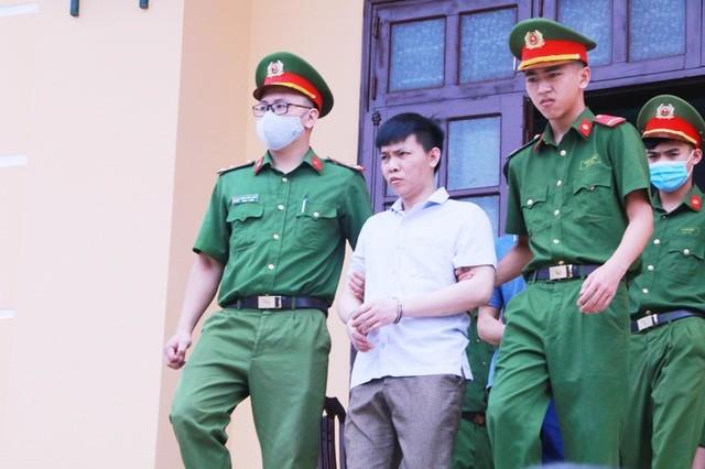 Vụ gian lận điểm thi Hòa Bình: Hai bị cáo không đồng ý tội danh bị truy tố ảnh 2