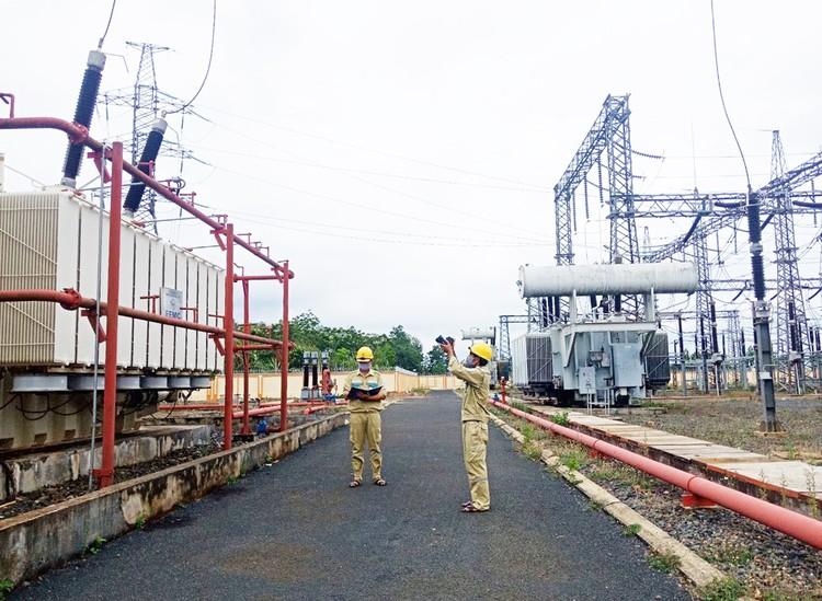 EVNNPT nỗ lực đảm bảo vận hành an toàn lưới điện truyền tải mùa nắng nóng ảnh 2