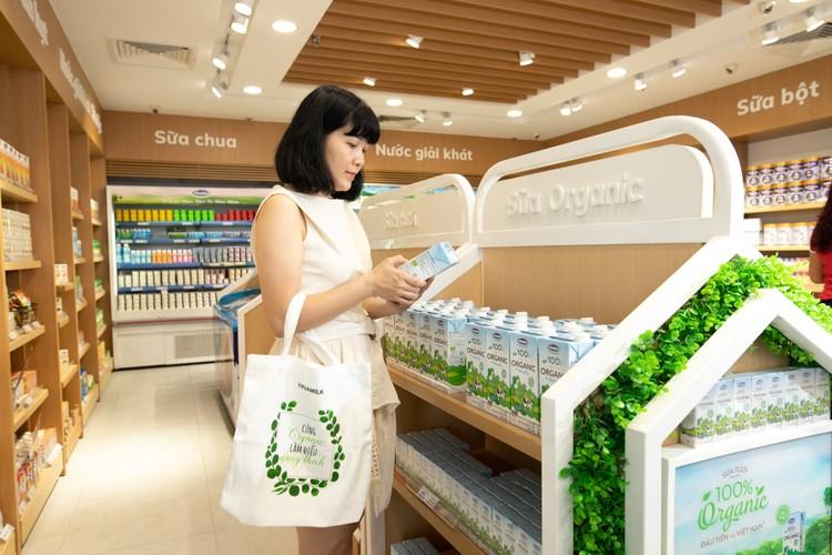 Vững vàng thị trường nội địa – Chìa khóa để Vinamilk tiếp tục có mặt Top 50 Công ty niêm yết tốt nhất Việt Nam năm 2020 ảnh 1