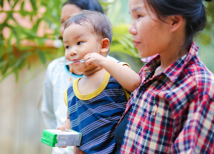 Sữa học đường Quảng Nam: Học sinh miền núi được uống sữa miễn phí ảnh 1