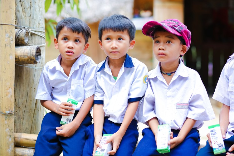 Sữa học đường Quảng Nam: Học sinh miền núi được uống sữa miễn phí ảnh 2