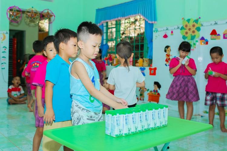 Sữa học đường Quảng Nam: Học sinh miền núi được uống sữa miễn phí ảnh 3