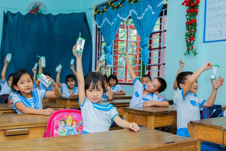 Sữa học đường Quảng Nam: Học sinh miền núi được uống sữa miễn phí ảnh 6