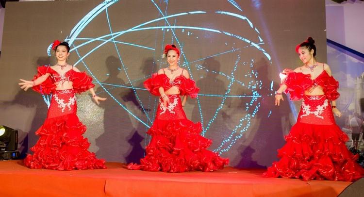 Kỳ quan khắp thế giới được tái hiện tại Công viên Năm Châu – Nghệ An ảnh 3