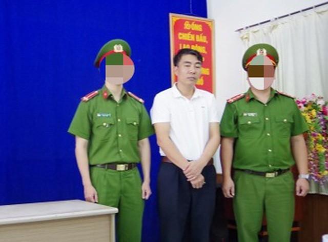 Hà Giang: Bắt Phó Chủ tịch xã, Phó Hiệu trưởng trường y làm giả giấy khám sức khỏe ảnh 1