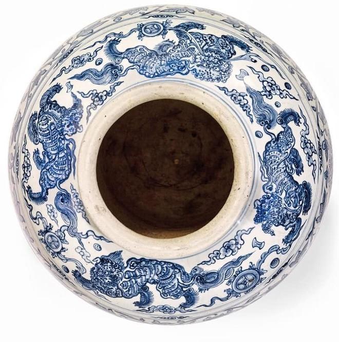 Chum gốm Việt thế kỷ 15 bán đấu giá thành công hơn 10,6 tỉ đồng ảnh 2