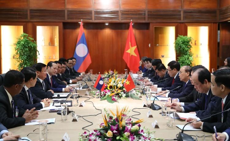 Thủ tướng Nguyễn Xuân Phúc hội đàm với Thủ tướng Lào Thongloun Sisoulith ảnh 1
