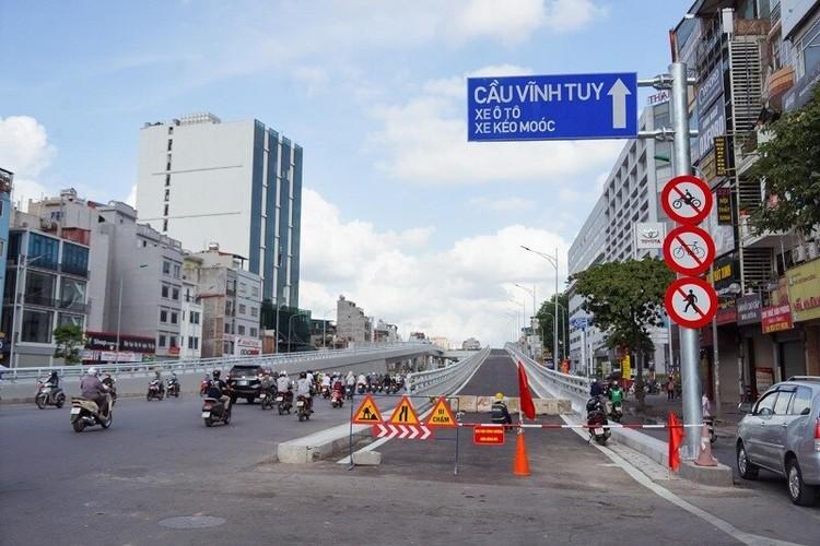 Cận cảnh đường Vành đai 2 trên cao ở Thủ đô sắp thông xe dịp 2/9 ảnh 1