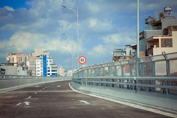 Cận cảnh đường Vành đai 2 trên cao ở Thủ đô sắp thông xe dịp 2/9 ảnh 2