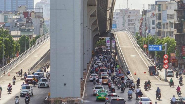 Cận cảnh đường Vành đai 2 trên cao ở Thủ đô sắp thông xe dịp 2/9 ảnh 7