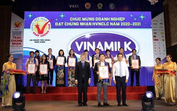 Vinamilk liên tiếp được đánh giá thuộc top kinh doanh hiệu quả nhất Việt Nam ảnh 3