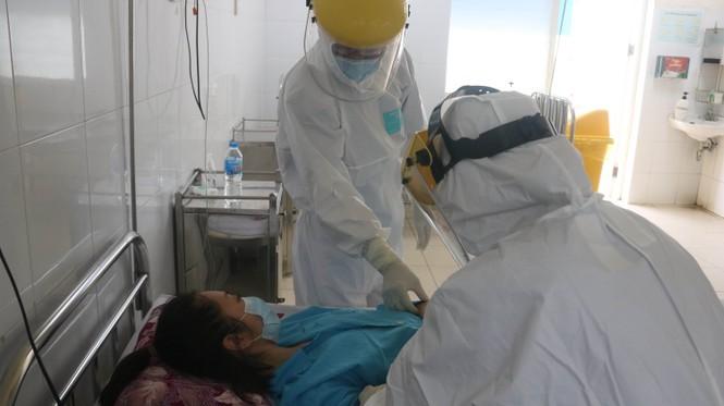 Bệnh viện C Đà Nẵng 'nội bất xuất, ngoại bất nhập' sau ca nghi mắc Covid-19 ảnh 10