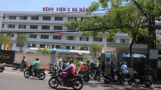 Bệnh viện C Đà Nẵng 'nội bất xuất, ngoại bất nhập' sau ca nghi mắc Covid-19 ảnh 2