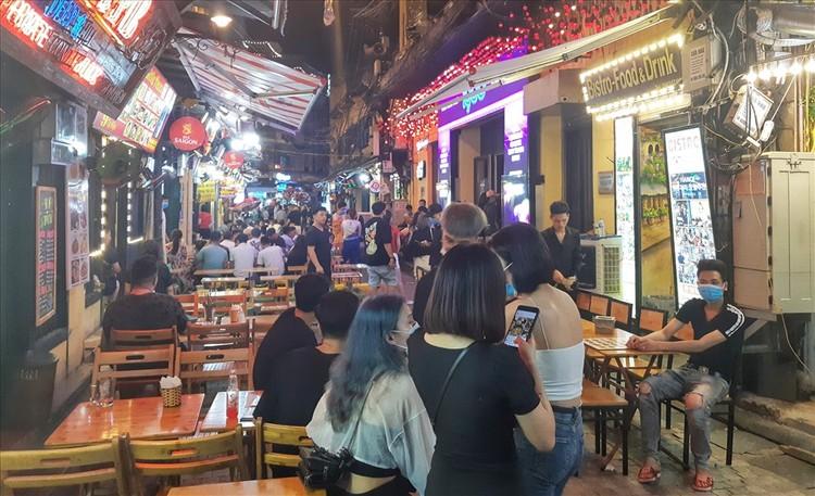 Nhiều quán bar vẫn mở cửa bất chấp chỉ thị của Chủ tịch Hà Nội ảnh 2