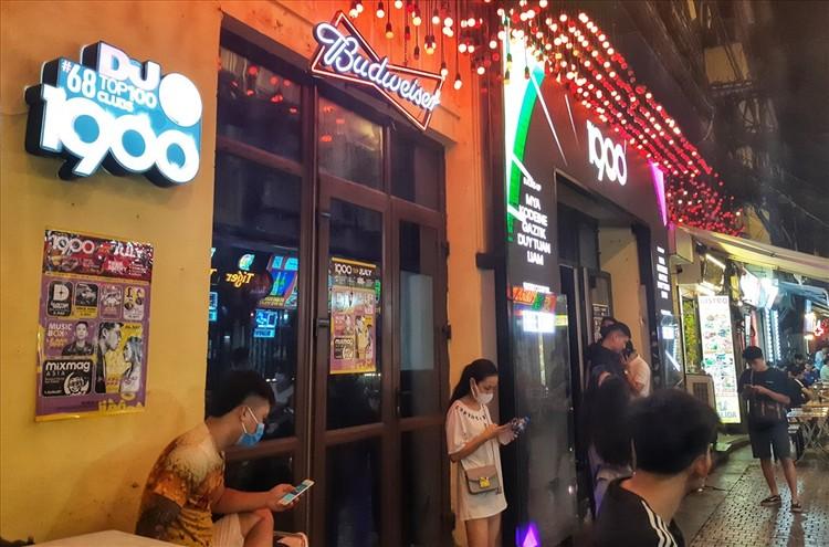 Nhiều quán bar vẫn mở cửa bất chấp chỉ thị của Chủ tịch Hà Nội ảnh 3