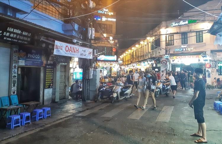 Nhiều quán bar vẫn mở cửa bất chấp chỉ thị của Chủ tịch Hà Nội ảnh 4