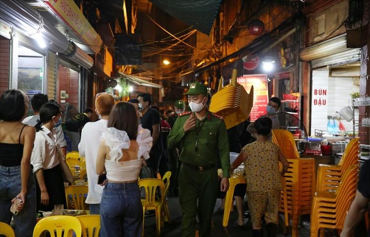Nhiều quán bar vẫn mở cửa bất chấp chỉ thị của Chủ tịch Hà Nội ảnh 7