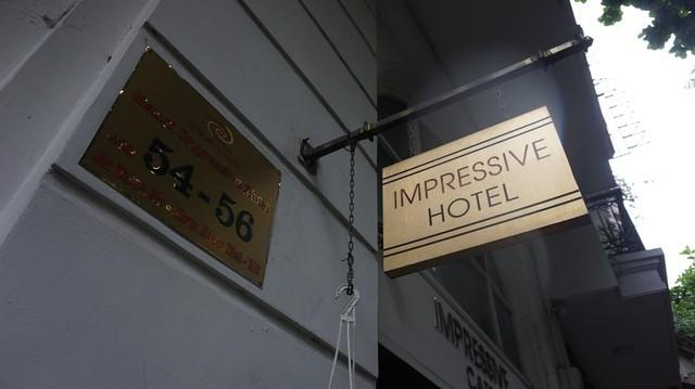 Ông chủ khách sạn Hà Nội bán chuối, chạy xe ôm trả tiền lương cho nhân viên ảnh 2