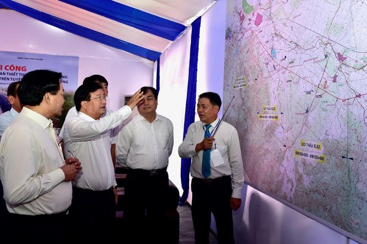 Chùm ảnh: Đồng loạt khởi công 3 dự án thành phần cao tốc Bắc-Nam ảnh 8