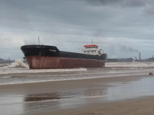 3 tàu hàng cùng 38 thuyền viên đang mắc cạn trên biển ảnh 2
