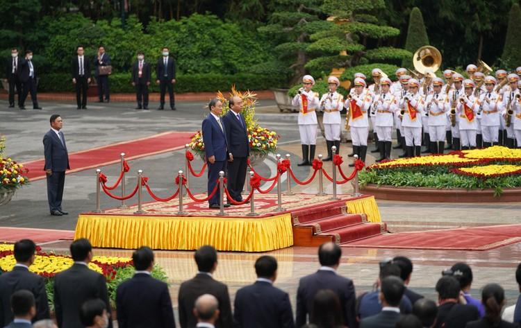Thủ tướng Nguyễn Xuân Phúc chủ trì lễ đón chính thức Thủ tướng Nhật Bản ảnh 1