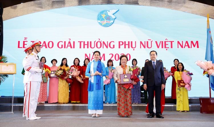 Chủ tịch Tập đoàn BRG Nguyễn Thị Nga – Nữ doanh nhân duy nhất được tôn vinh Phụ nữ Việt Nam 2020 ảnh 1