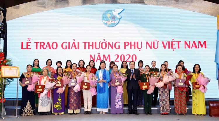Chủ tịch Tập đoàn BRG Nguyễn Thị Nga – Nữ doanh nhân duy nhất được tôn vinh Phụ nữ Việt Nam 2020 ảnh 2