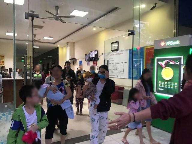 Hà Nội: Cháy ở chung cư Linh Đàm, hàng trăm cư dân tháo chạy ảnh 1