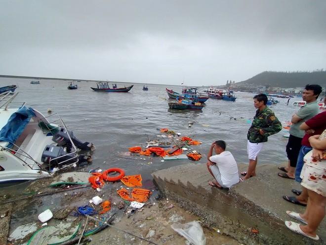 Bão số 9 giật sập nhà, đánh chìm tàu ở đảo Lý Sơn ảnh 4
