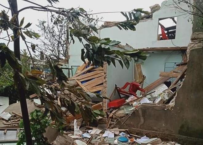 Bão số 9 giật sập nhà, đánh chìm tàu ở đảo Lý Sơn ảnh 5