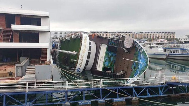 Du thuyền 5 sao bất ngờ bị lật ở Tuần Châu, Hạ Long ảnh 2