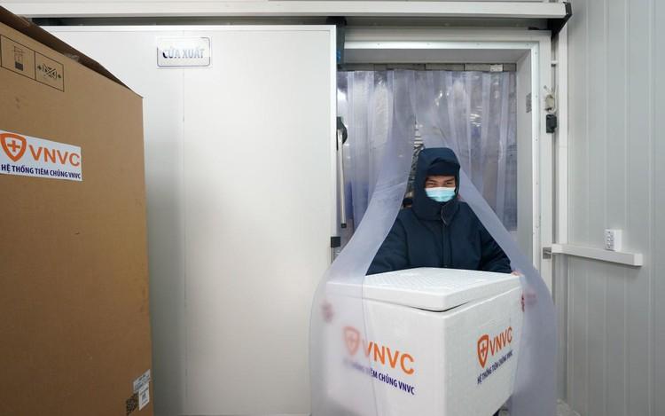 Cảnh chuyển vaccine Covid-19 từ TP.HCM đến Hà Nội và Hải Dương ảnh 8