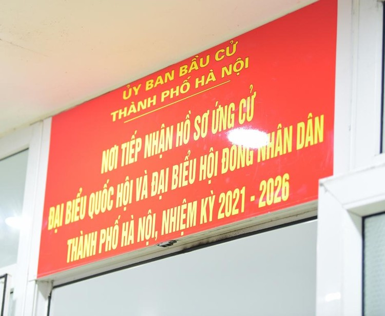Nhiều người nhận hồ sơ tự ứng cử đại biểu Quốc hội tại Hà Nội ảnh 1