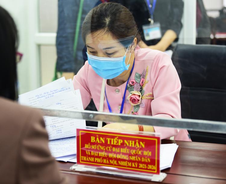 Nhiều người nhận hồ sơ tự ứng cử đại biểu Quốc hội tại Hà Nội ảnh 5
