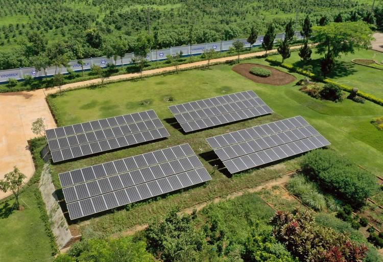 12 trang trại bò sữa 4.0 của Vinamilk đang được triển khai dùng năng lượng mặt trời ảnh 1