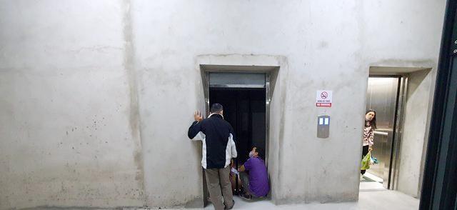 Sống 'chui' trong chung cư chưa nghiệm thu, cư dân sợ hãi vì thang máy rơi tự do ảnh 1