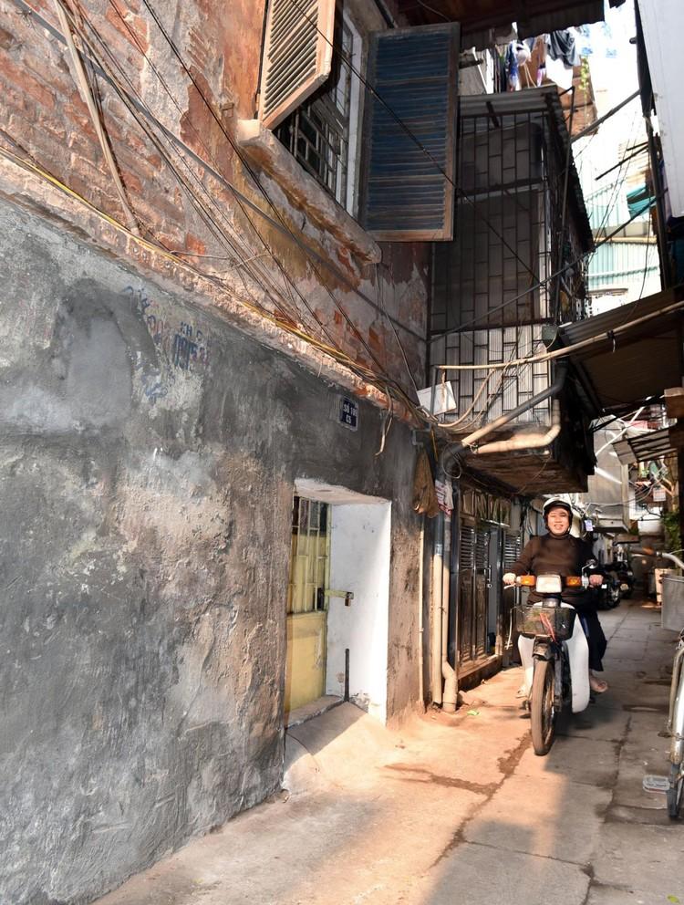 Rùng mình với những chung cư, tập thể cũ ở Hà Nội tiềm ẩn nguy cơ với người dân ảnh 10