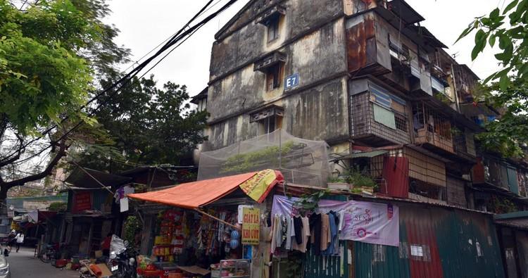 Rùng mình với những chung cư, tập thể cũ ở Hà Nội tiềm ẩn nguy cơ với người dân ảnh 13