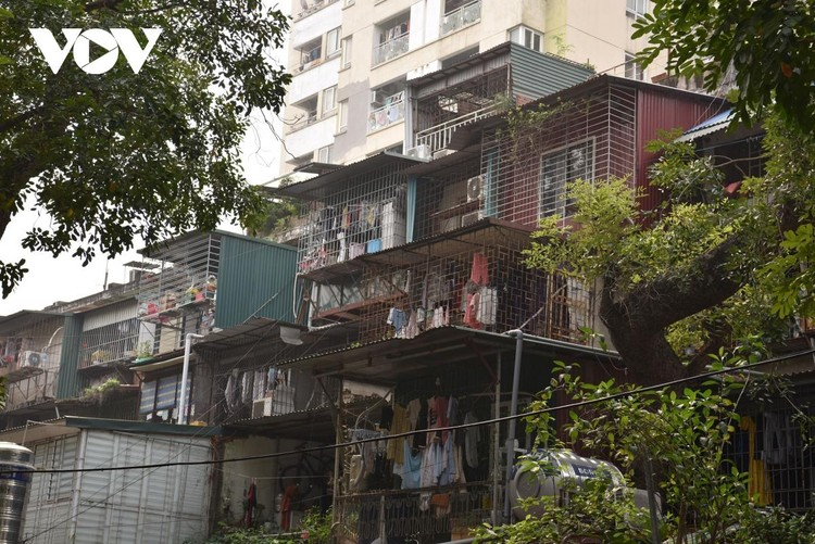 Rùng mình với những chung cư, tập thể cũ ở Hà Nội tiềm ẩn nguy cơ với người dân ảnh 3