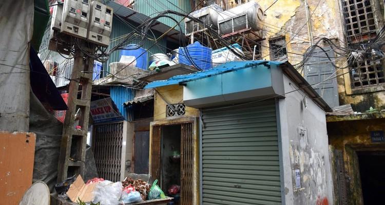 Rùng mình với những chung cư, tập thể cũ ở Hà Nội tiềm ẩn nguy cơ với người dân ảnh 7