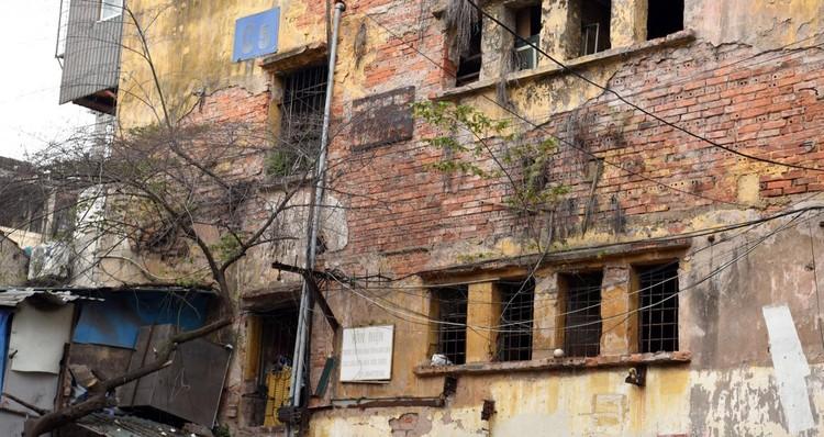 Rùng mình với những chung cư, tập thể cũ ở Hà Nội tiềm ẩn nguy cơ với người dân ảnh 9