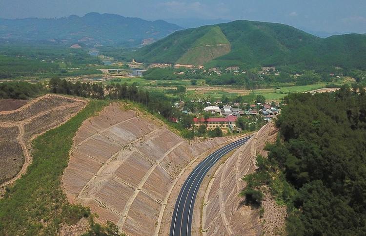 Cao tốc nối Đà Nẵng với Thừa Thiên Huế sắp về đích ảnh 2