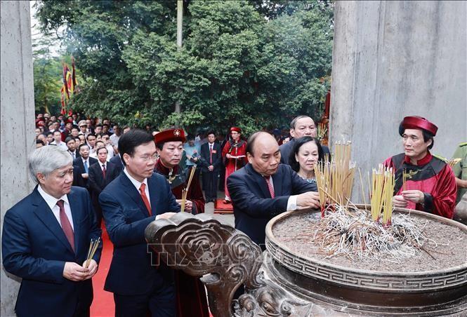 Chủ tịch nước dâng hương tưởng nhớ các vua Hùng ảnh 1