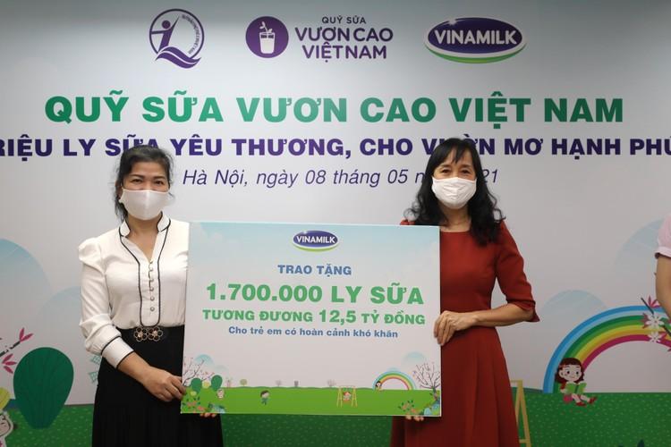 Quỹ sữa Vươn cao Việt Nam tiếp tục hành trình trao sữa cho trẻ em tại 26 tỉnh thành trong năm 14 ảnh 1