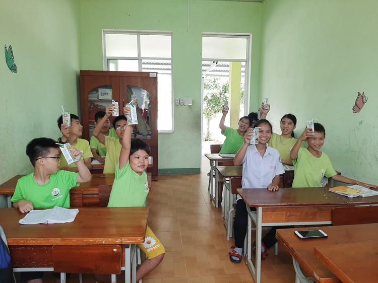 Quỹ sữa Vươn cao Việt Nam tiếp tục hành trình trao sữa cho trẻ em tại 26 tỉnh thành trong năm 14 ảnh 2