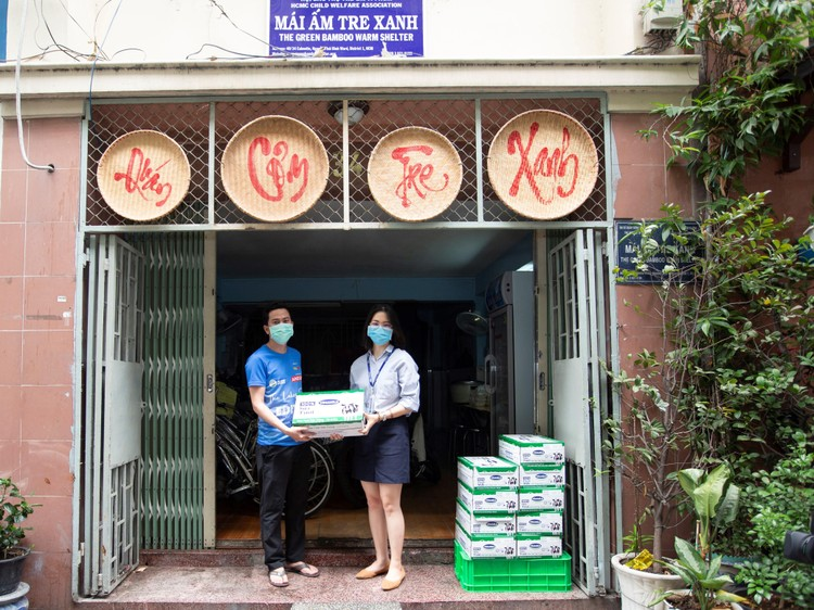 Quỹ sữa Vươn cao Việt Nam tiếp tục hành trình trao sữa cho trẻ em tại 26 tỉnh thành trong năm 14 ảnh 4