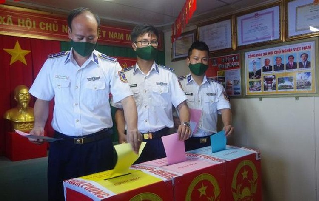 Kiên Giang: Tàu Cảnh sát biển 9003 bầu cử sớm giữa biển ảnh 2